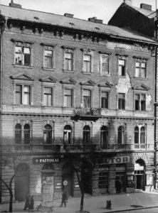 A József körút 58. 1957-ben. Fotó: Fortepan/Budapest Főváros Levéltára. Levéltári jelzet: HU_BFL_XV_19_c_11